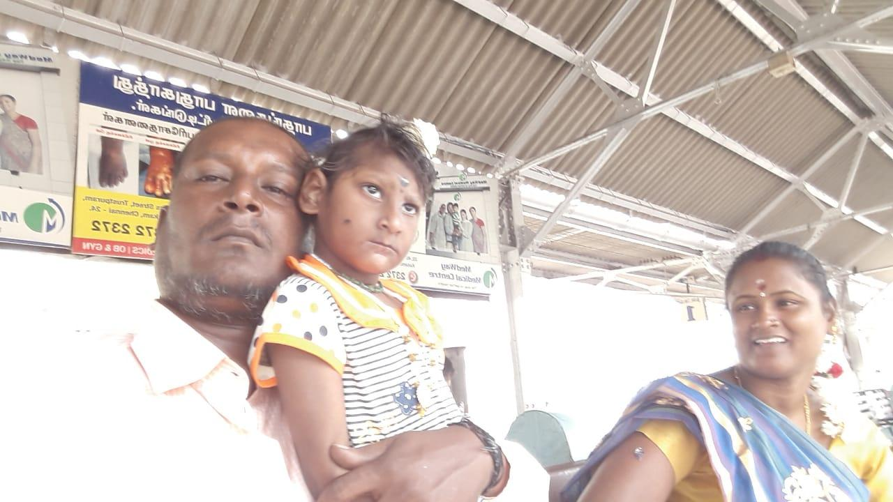 குழந்தையுடன் விஜயகுமார், விஜயலட்சுமி