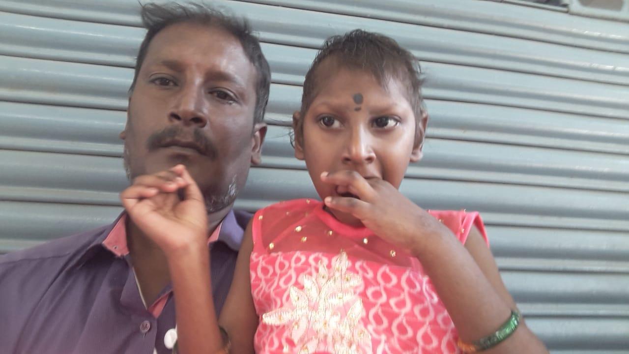 குழந்தையுடன் விஜயகுமார்