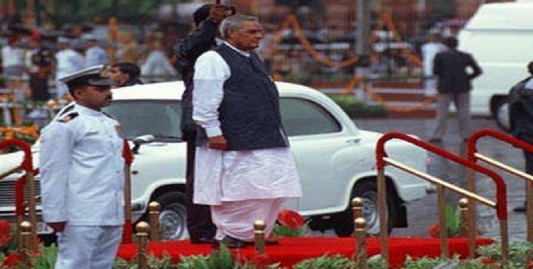 வாஜ்பாய் ஆட்சியில் நடந்த கார் மாற்றம்... விடைபெற்ற அம்பாசிடர்!