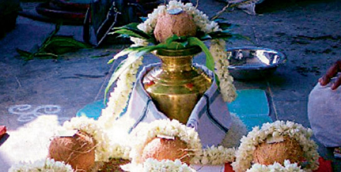 குடும்பத்தில் மகிழ்ச்சியை வாரி வழங்கும் வரலட்சுமி விரதம்... கடைப்பிடிப்பது எப்படி?