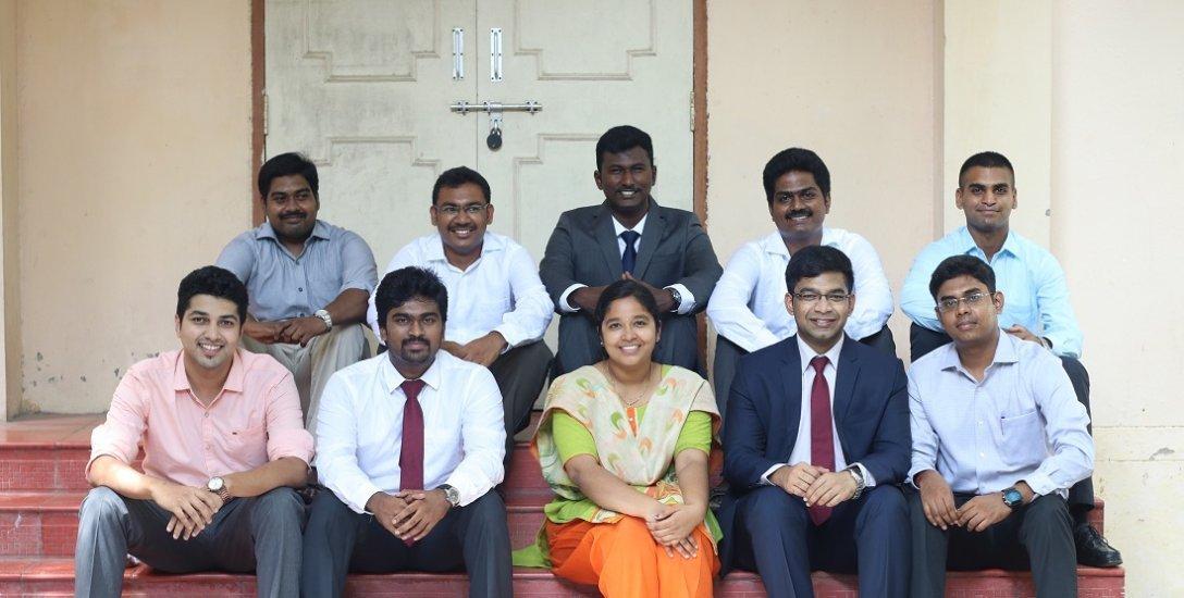 `முதல் முயற்சியிலேயே சோர்ந்துவிடாதீர்கள்!' - ஆறாவது முயற்சியில் வென்ற பாலசந்தர் IAS