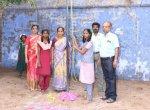 திருச்செந்தூர் பள்ளியில் தேசியக் கொடி ஏற்றிய 9-ம் வகுப்பு மாணவி!