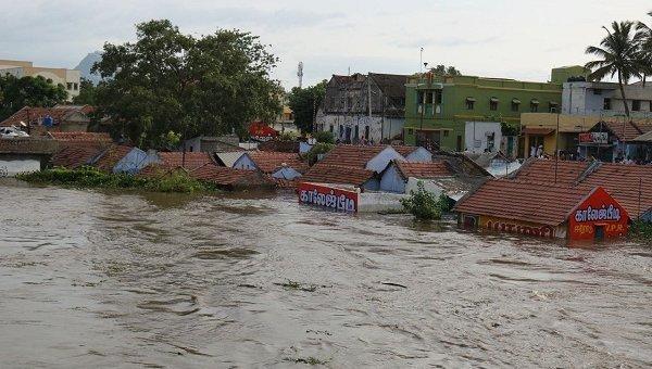 கேரளா, கர்நாடகா கனமழை எதிரொலி - தமிழகத்தில் 8 மாவட்டங்களுக்கு 'ரெட் அலர்ட்'