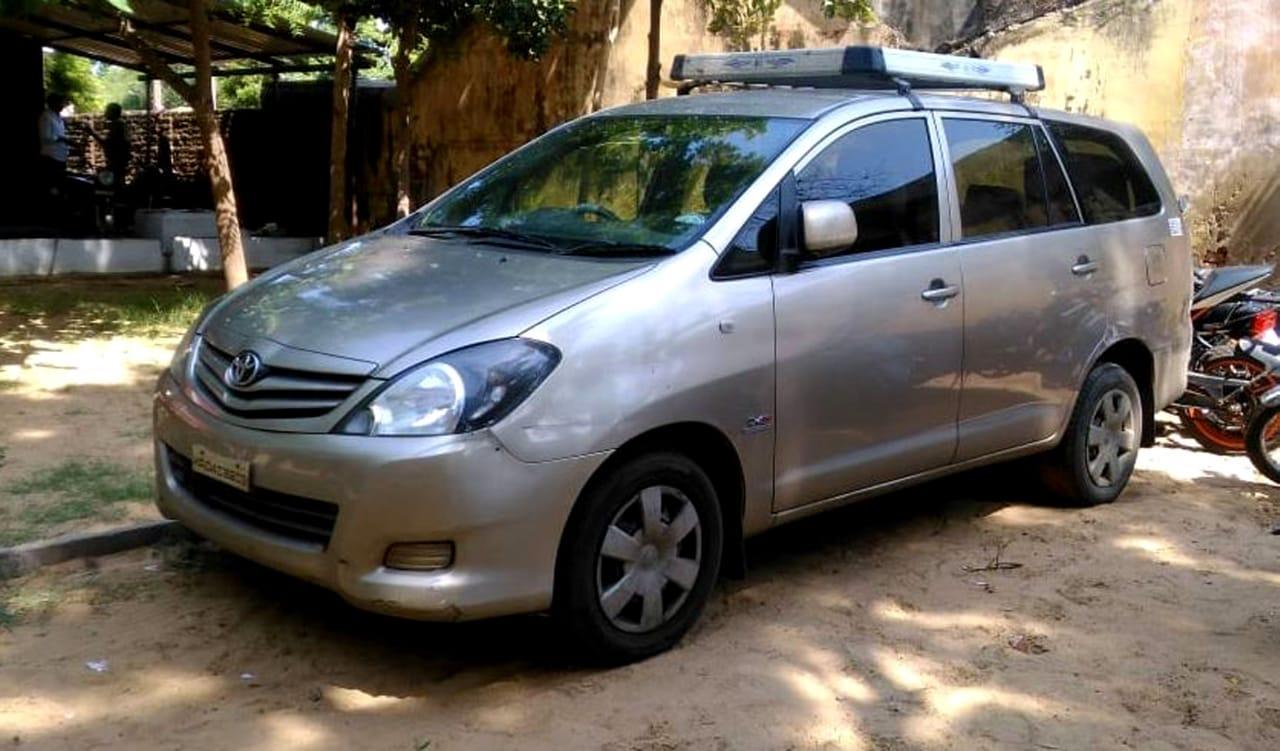 குட்கா கடத்திய இன்னோவா கார்