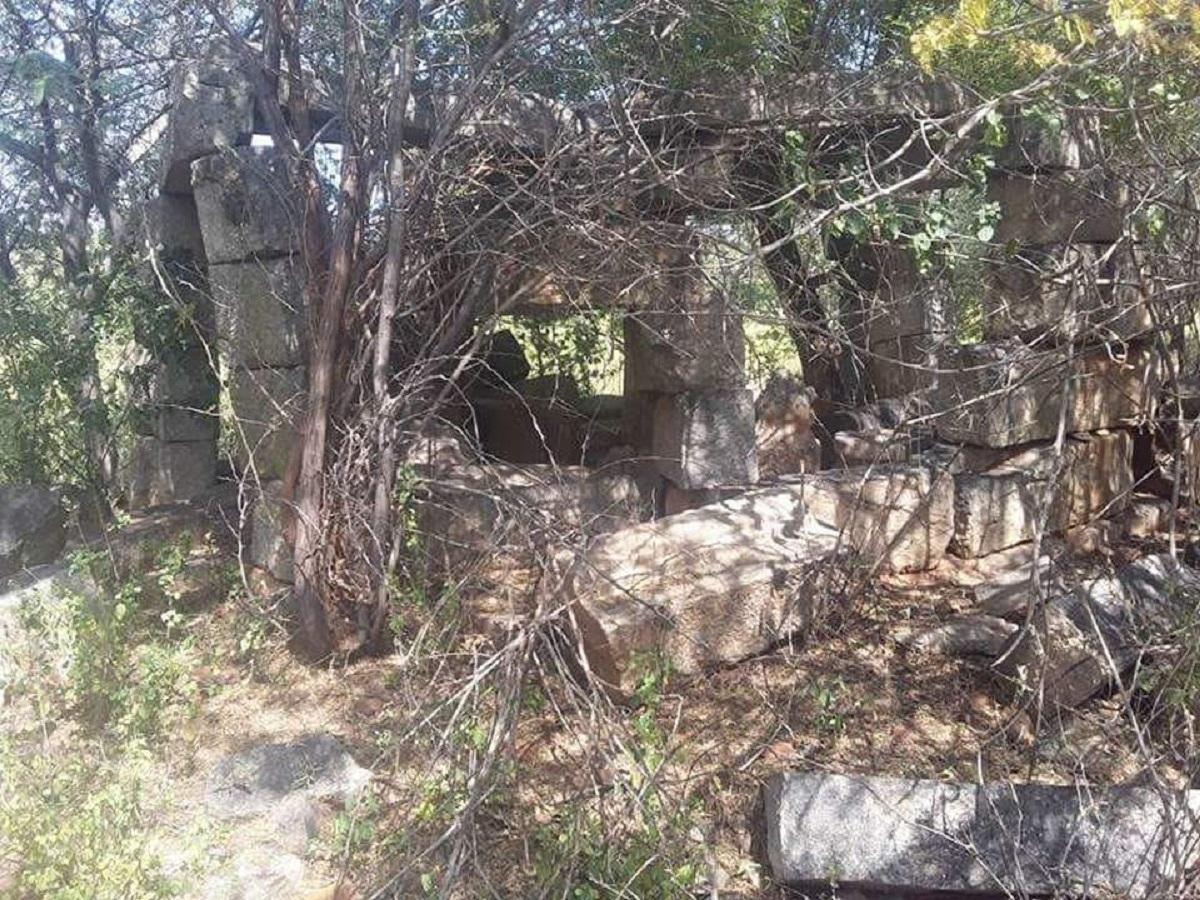 சிதைவடைந்த கோயில்