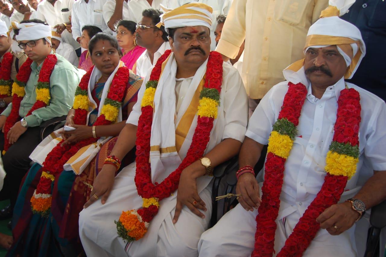 அமைச்சர்கள் ராஜேந்திர பாலாஜி, கடம்பூர் ராஜூ