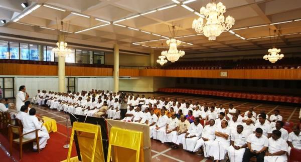 ஆலோசனைக் கூட்டத்தில் பேசும் ஸ்டாலின்