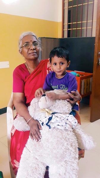 துலஜா அம்மாவோடு ரித்திக் ரோஷன்
