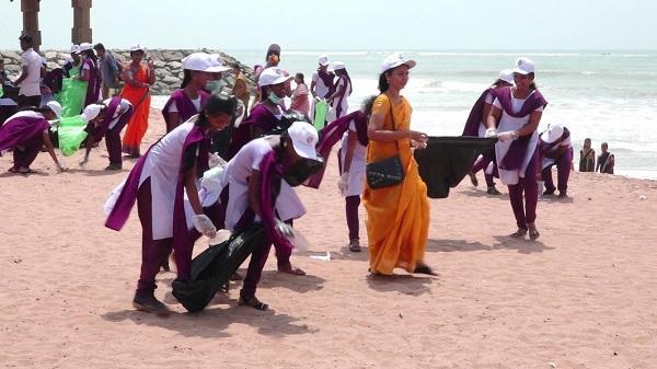 கடற்கரை சுத்தம் - மாணவர்கள்