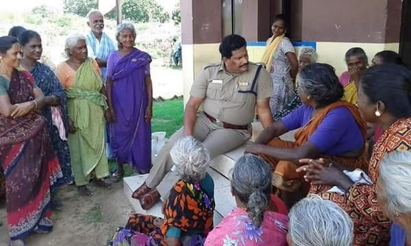 போலீஸ் அதிகாரி சம்பிரியககுமார்
