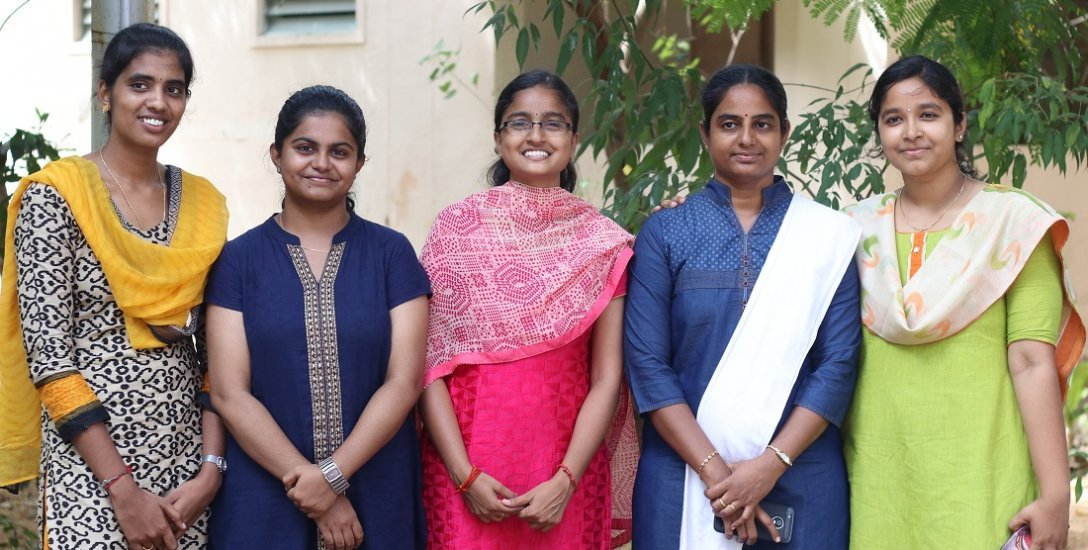 கேம்பஸ் இன்டர்வியூ வேலையை உதறி, சிவில் சர்வீஸ் தேர்வில் சாதித்த பெண்கள்!