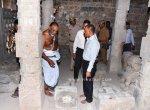 `சிலைகளை இப்படிப் போட்டு வச்சிருக்கீங்க!' - ஶ்ரீரங்கம் கோயிலில் அதிர்ந்த பொன்.மாணிக்கவேல்