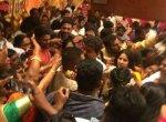 கூட்டத்தில் மனைவியுடன் சிக்கிய விஜய்! ரசிகர்கள்மீது போலீஸ் தடியடி