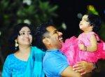 பிரபல பின்னணிப் பாடகர் கண்முன்னே பலியான மகள்! - கேரளாவில் நடந்த கோர விபத்து