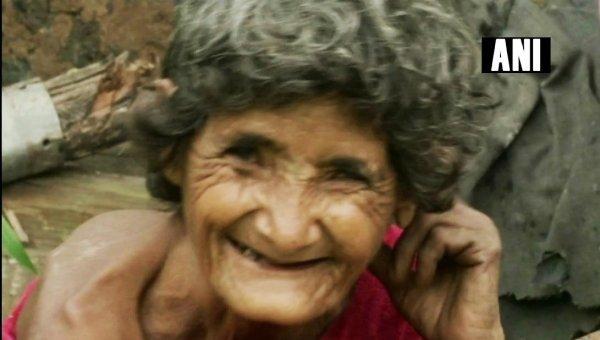 `25 வருஷமா அவங்க எங்ககூடதான் இருக்காங்க..!' - மாற்றுத்திறனாளி மூதாட்டியை அரவணைத்த ஏழைத் தம்பதி
