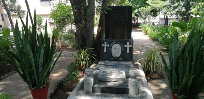 உடல் இங்கு, இதயம் ஆர்மேனியாவில்... சென்னை கல்லறைகளின் நெகிழ்ச்சிக் கதைகள்!