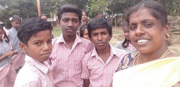 காலையில் விவசாயம், பிறகு பள்ளிப் படிப்பு - அசத்தும் வெங்களத்தூர் அரசுப் பள்ளி மாணவர்கள்! #CelebrateGovtSchools