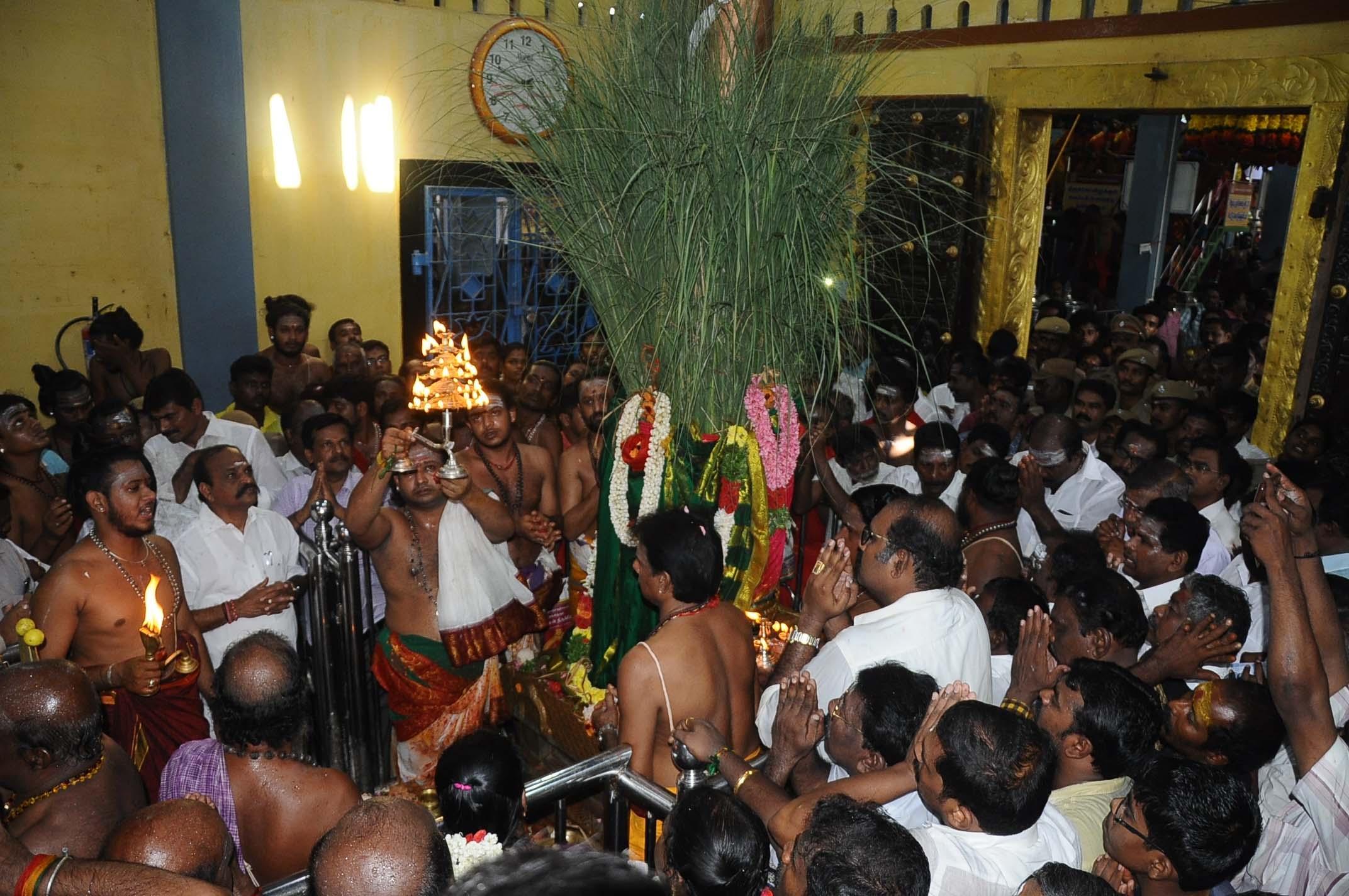 கொடியேற்றத்துடன் தொடங்கியது குலசை தசரா விழா