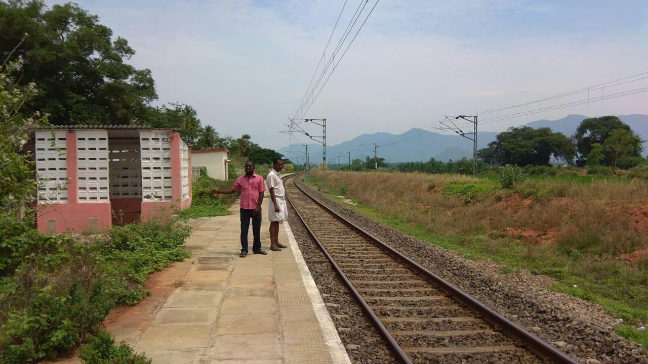 கருப்பட்டி ரயில் நிலைய ப்ளாட்பார்ம்