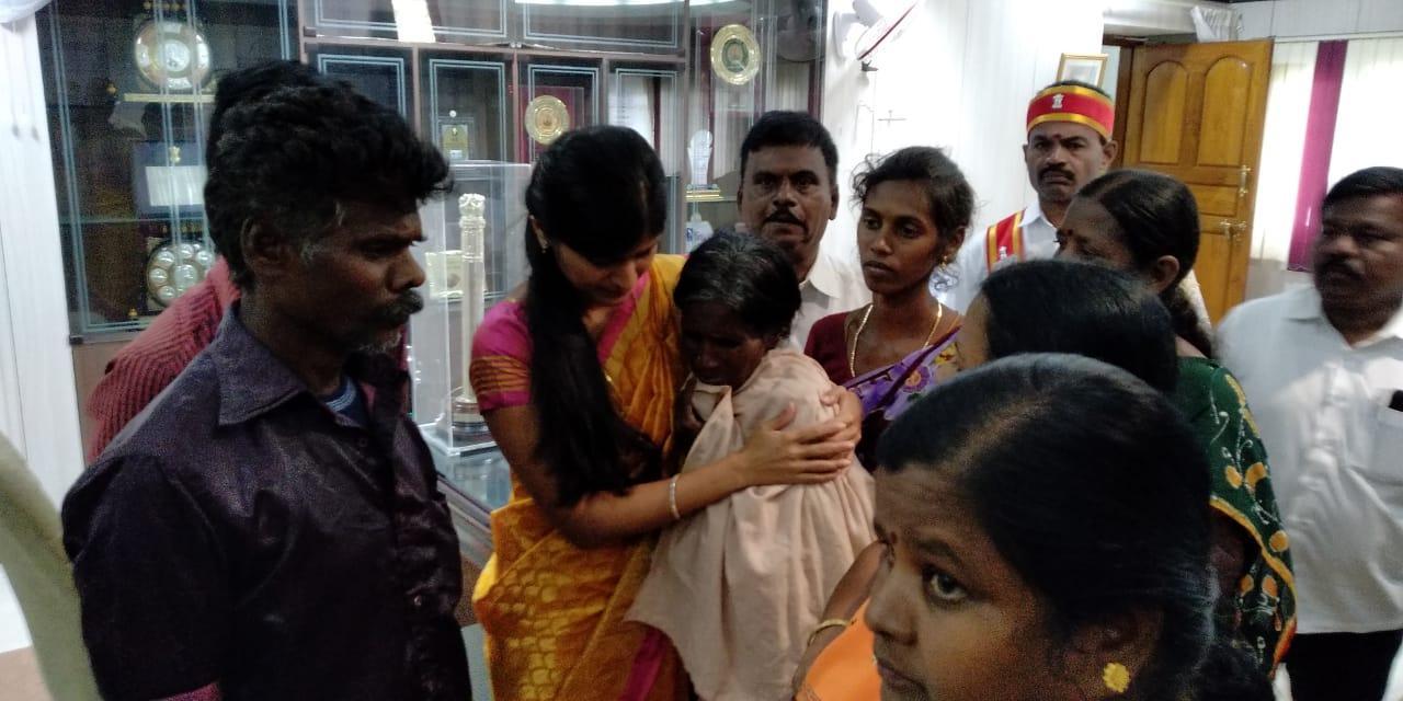 ராஜலட்சுமி தாயாருக்கு கலெக்டர் ரோஹிணி ஆறுதல்