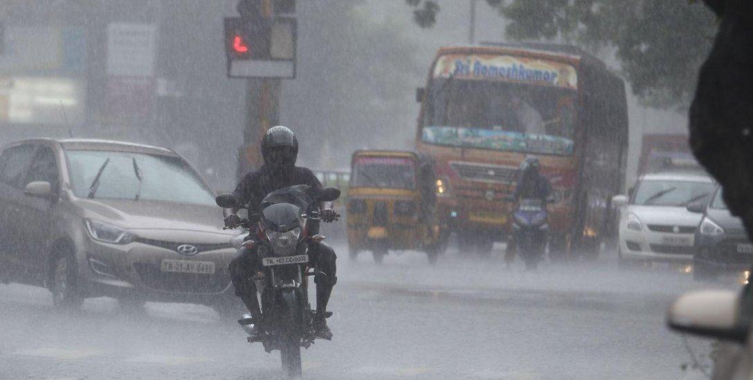 கனமழை எச்சரிக்கை... உடல்நலம் காக்க செய்ய வேண்டியவை, கூடாதவை! #MonsoonDiseases