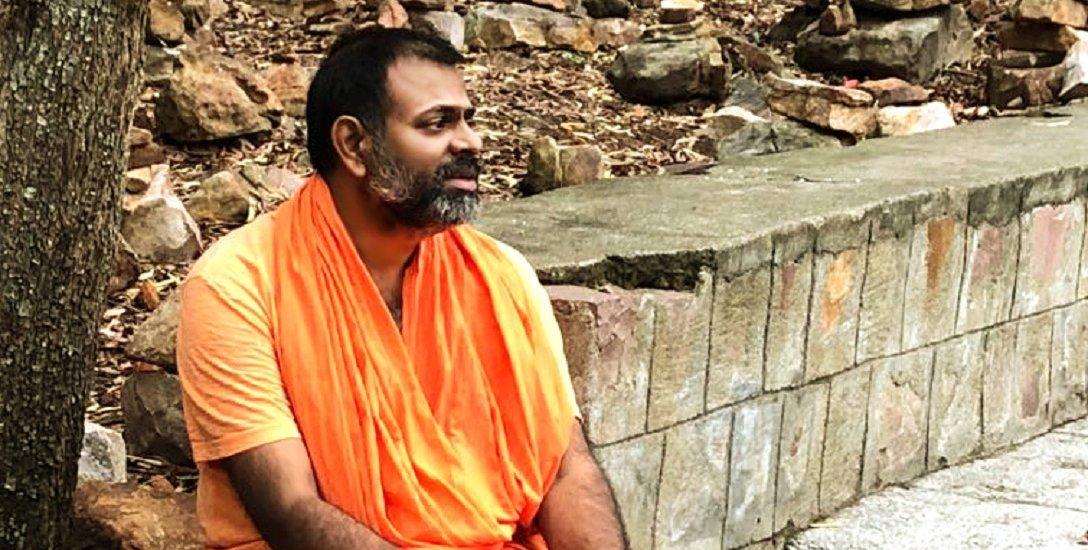 ''மோடி விசாவுக்காக அமெரிக்காவை நெருக்கினேன்!'' - சுவாமி பரிபூர்ணானந்த சரஸ்வதி #VikatanExclusive