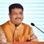 'பெட்ரோல் விலை ஏற்றத்துக்கு சென்டிமென்ட் தான் காரணம்!' - தர்மேந்திர பிரதான்