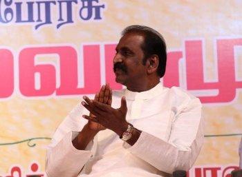 'சின்மயி குரலே இருக்கட்டும்' - வைரமுத்துவின் ஃப்ளாஷ்பேக்!