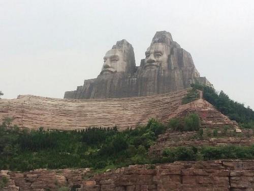 சீன மன்னர் சிலைகள்