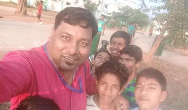 அச்சுதானந்த் சாஹீ நக்ஸலைட் தாக்குதலில் இறந்தவர்