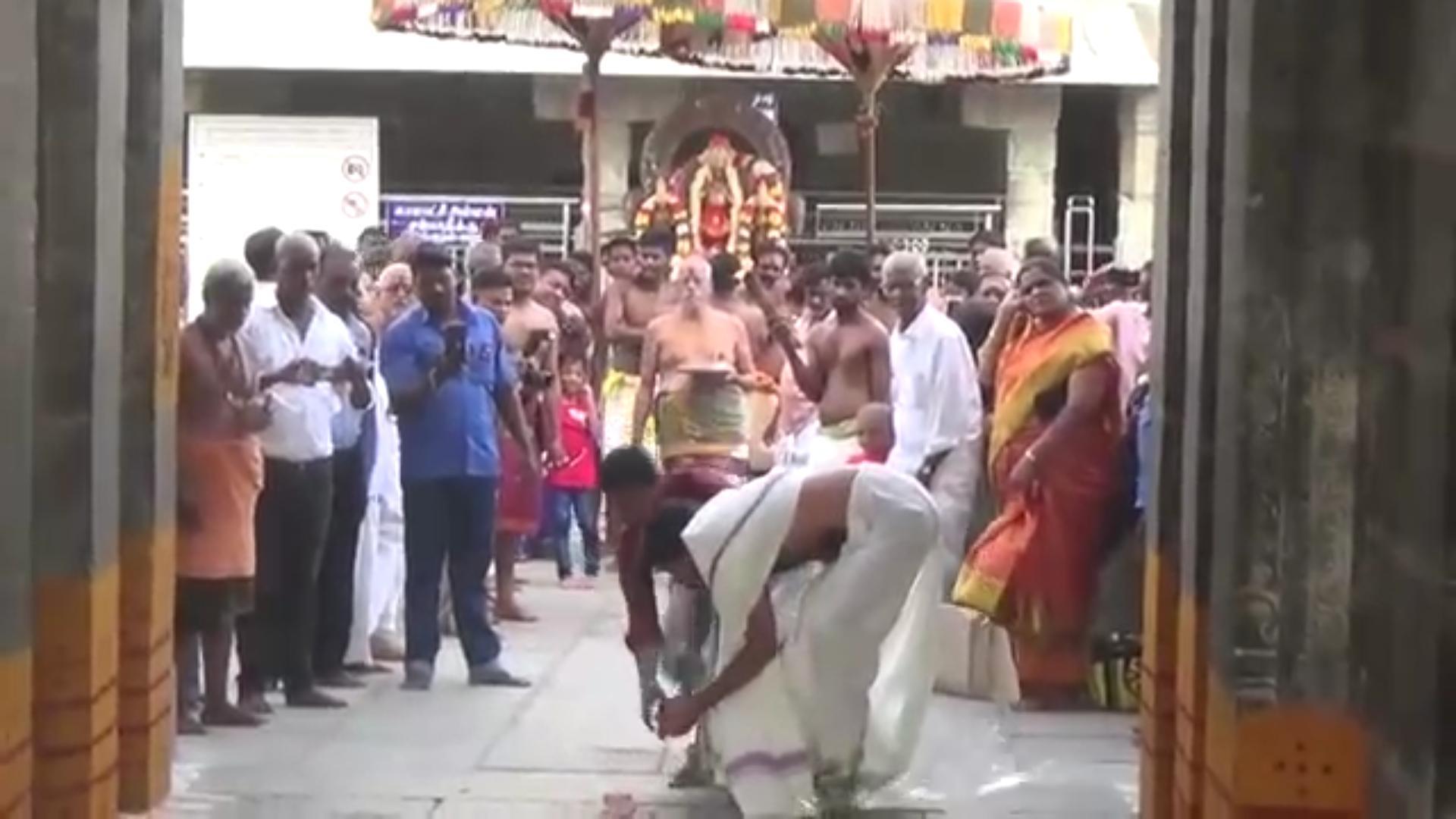 காஞ்சிபுரம் காமாட்சி அம்மன் கோயில் பட்டாசு வெடிப்பு