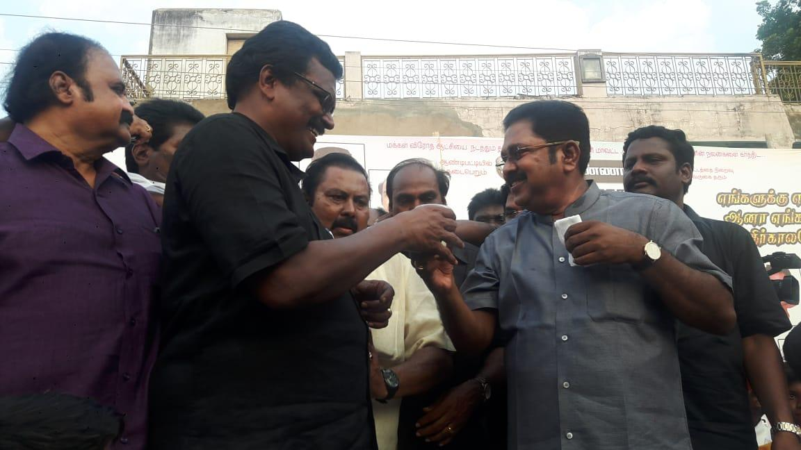 டி.டி.வி.தினகரன் - தங்க.தமிழ்ச்செல்வன்