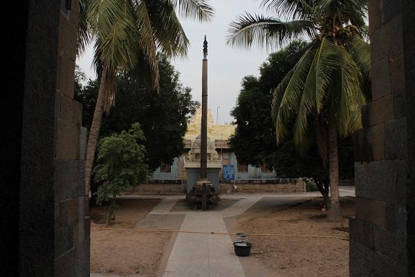 கோயில் பிராகாரம்