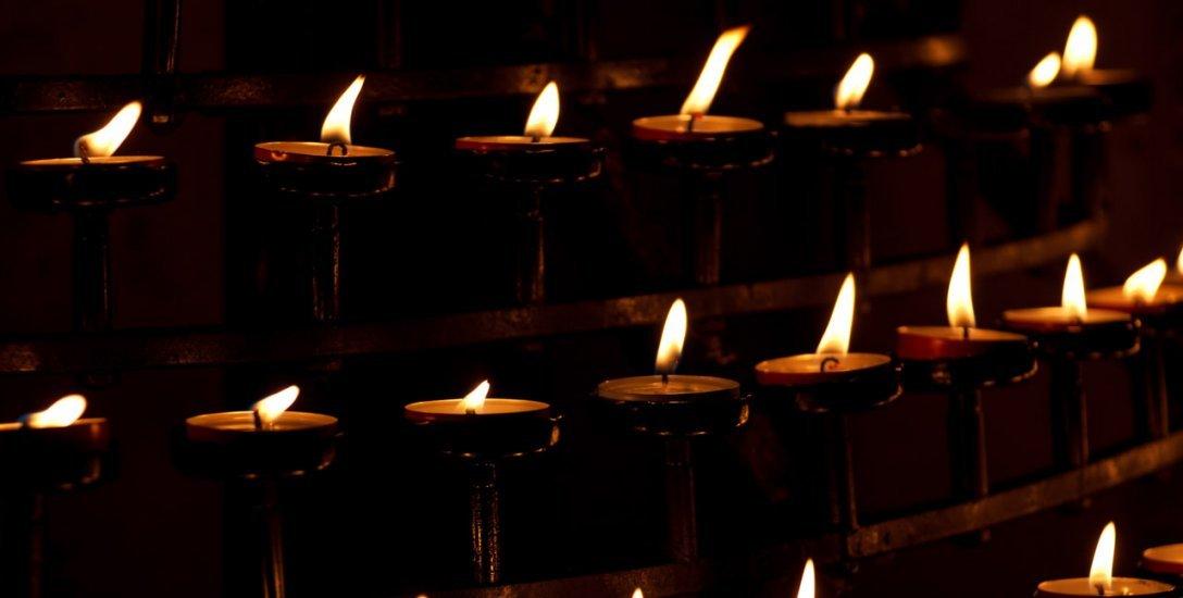 மரித்தவர்களுக்காகக் கண்ணீர் விடாதீர்கள்... மெழுகுவத்தி அணைந்துவிடும்! #AllSoulsDay