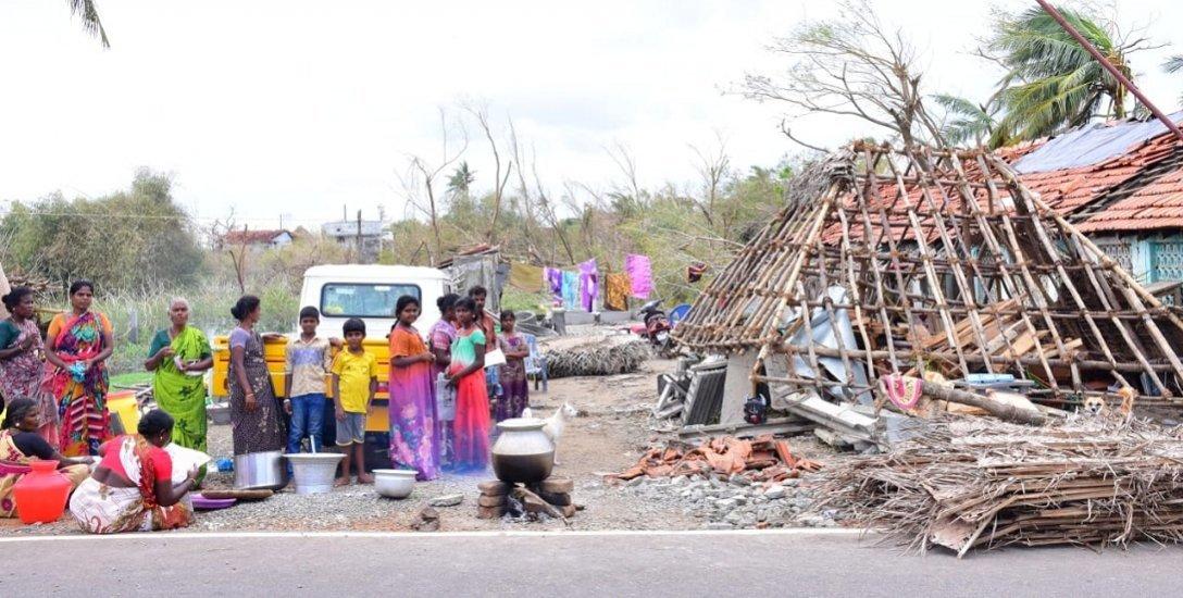 கஜா புயலால் பாதிப்புக்குள்ளான மக்களை மனரீதியாக மீட்பது எப்படி? #SaveDelta