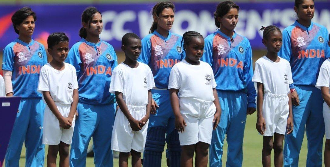 பேட்டிங் சறுக்கல்... ஃபீல்டிங் சொதப்பல்... இறுதி வாய்ப்பைத் தவறவிட்ட இந்தியா! #WT20