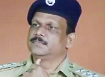 `டி.எஸ்.பி சாவு, கடவுள் கொடுத்த தீர்ப்பு!' - எலக்ட்ரீசியன் மனைவி பேட்டி
