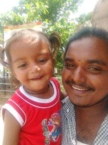 தந்தை வெங்கடேசனுடன் ஹரிணி
