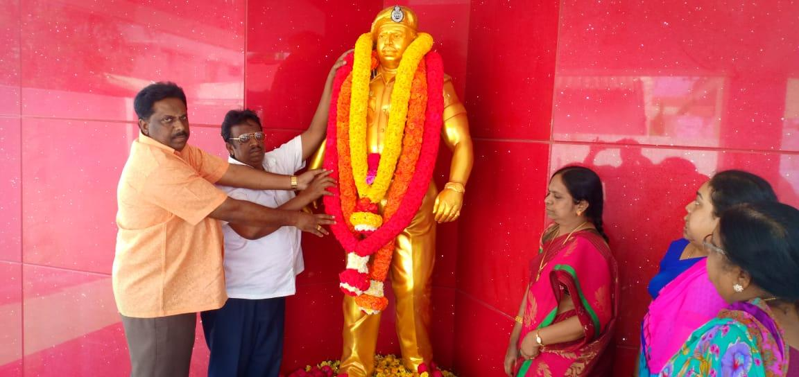 கோபாலகிருஷ்ணன் சிலை