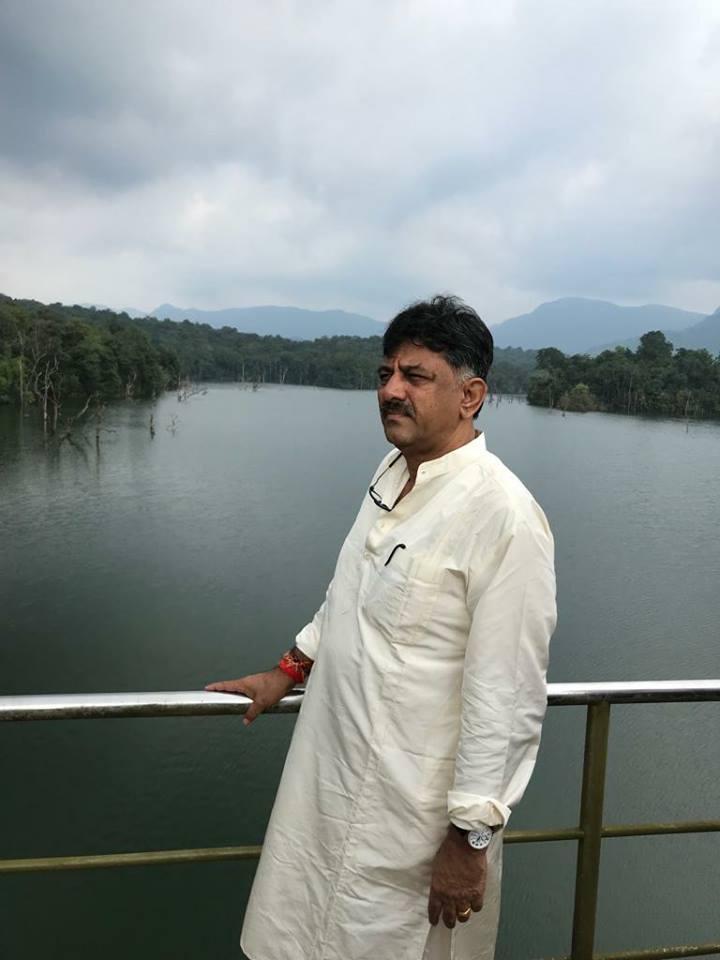 கர்நாடக அமைச்சர் டி.கே.சிவகுமார்