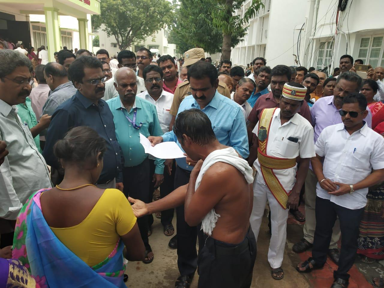 காஞ்சிபுரம் மாவட்ட ஆட்சியர் தீக்குளிக்க முயற்சி