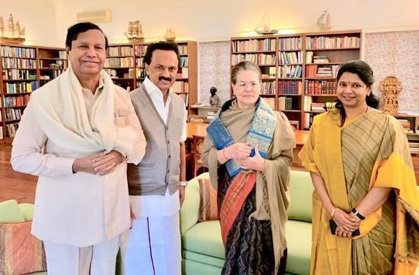ஸ்டாலினுடன் சோனியா காந்தி