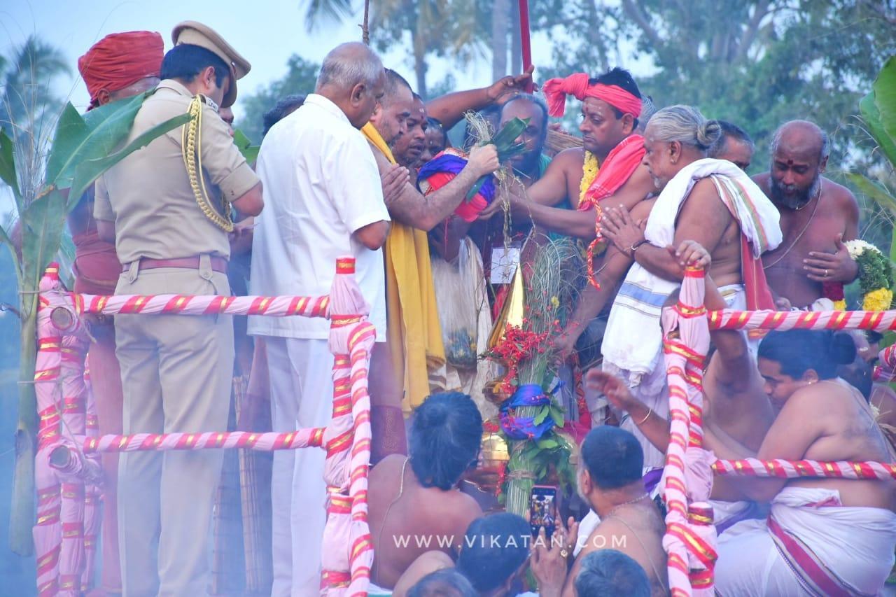 ஆளுநர் பன்வாரிலால் புரோஹித் தலைமையில் நடந்த கும்பாபிஷேகம்