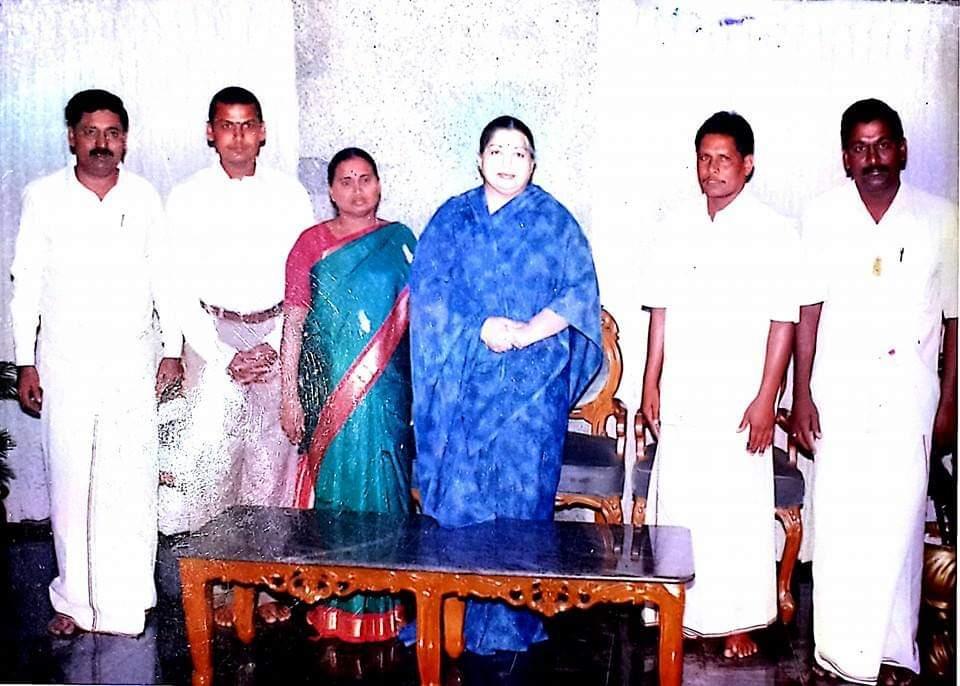 கடந்த 2000-ல் செந்தில்பாலாஜி அ.தி.மு.கவில் இணைந்தபோது எடுத்த படம்