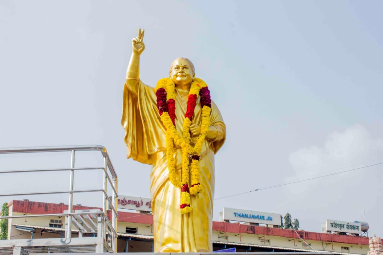 ரகசியமாக திறக்கப்பட்ட ஜெயலலிதா சிலை