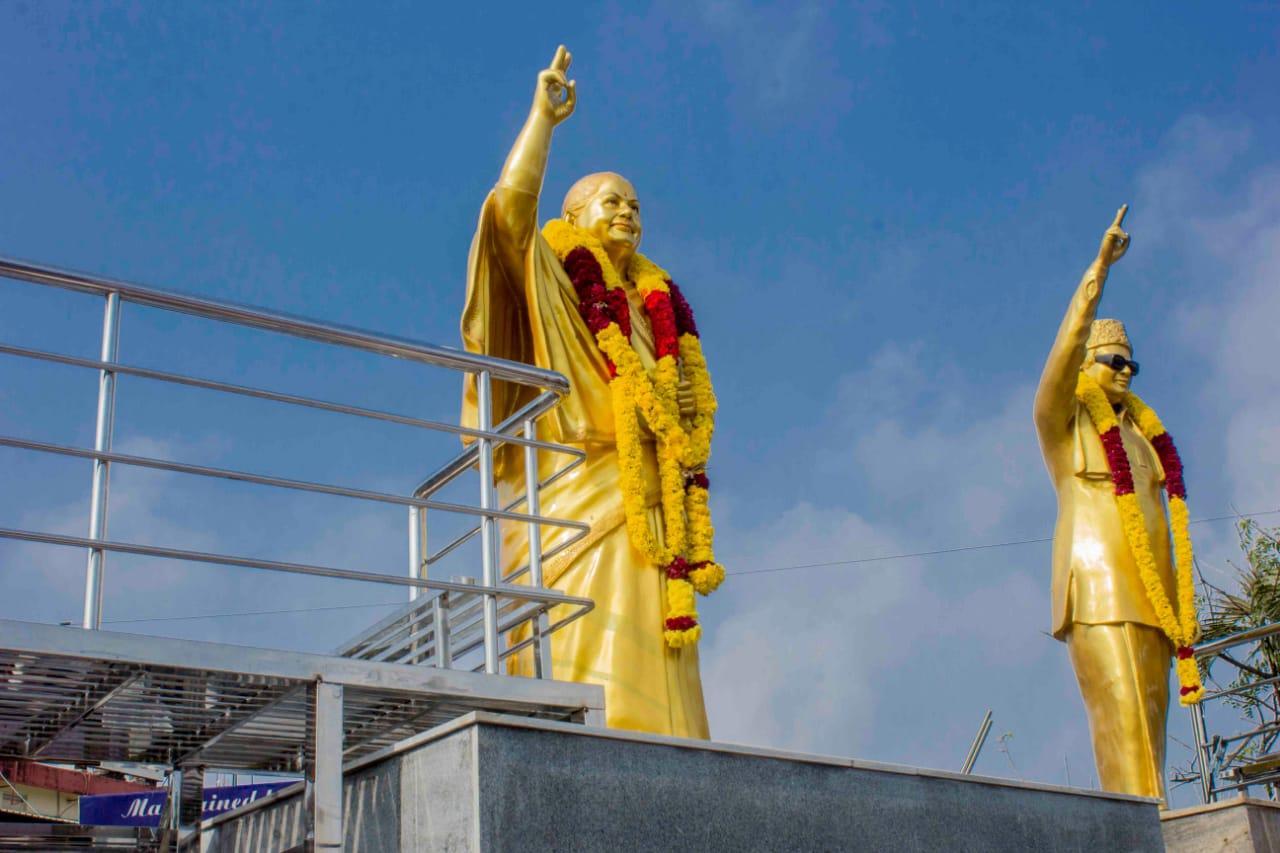 எம்ஜிஆர்- ஜெயலலிதா சிலைகள்