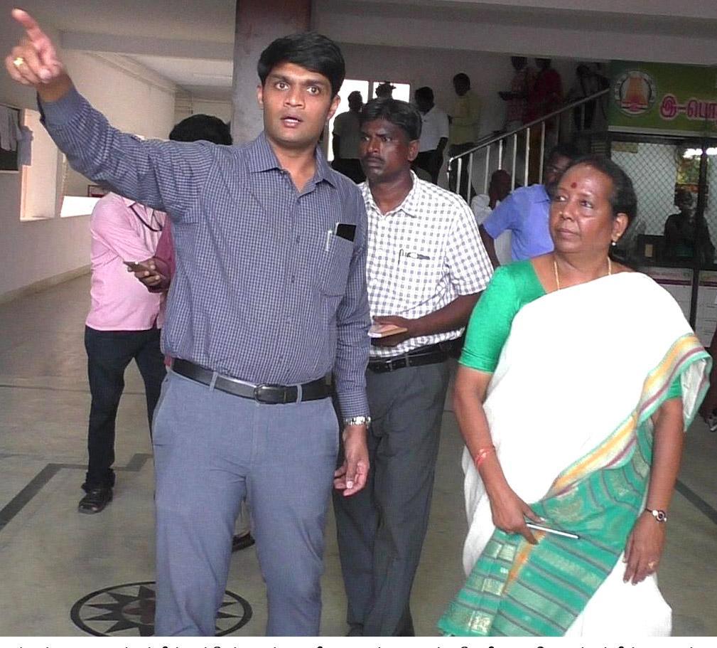 நீதிபதி அருணா ஜெகதீசனுடன் தூத்துக்குடி ஆட்சியர் சந்தீப் நந்தூரி