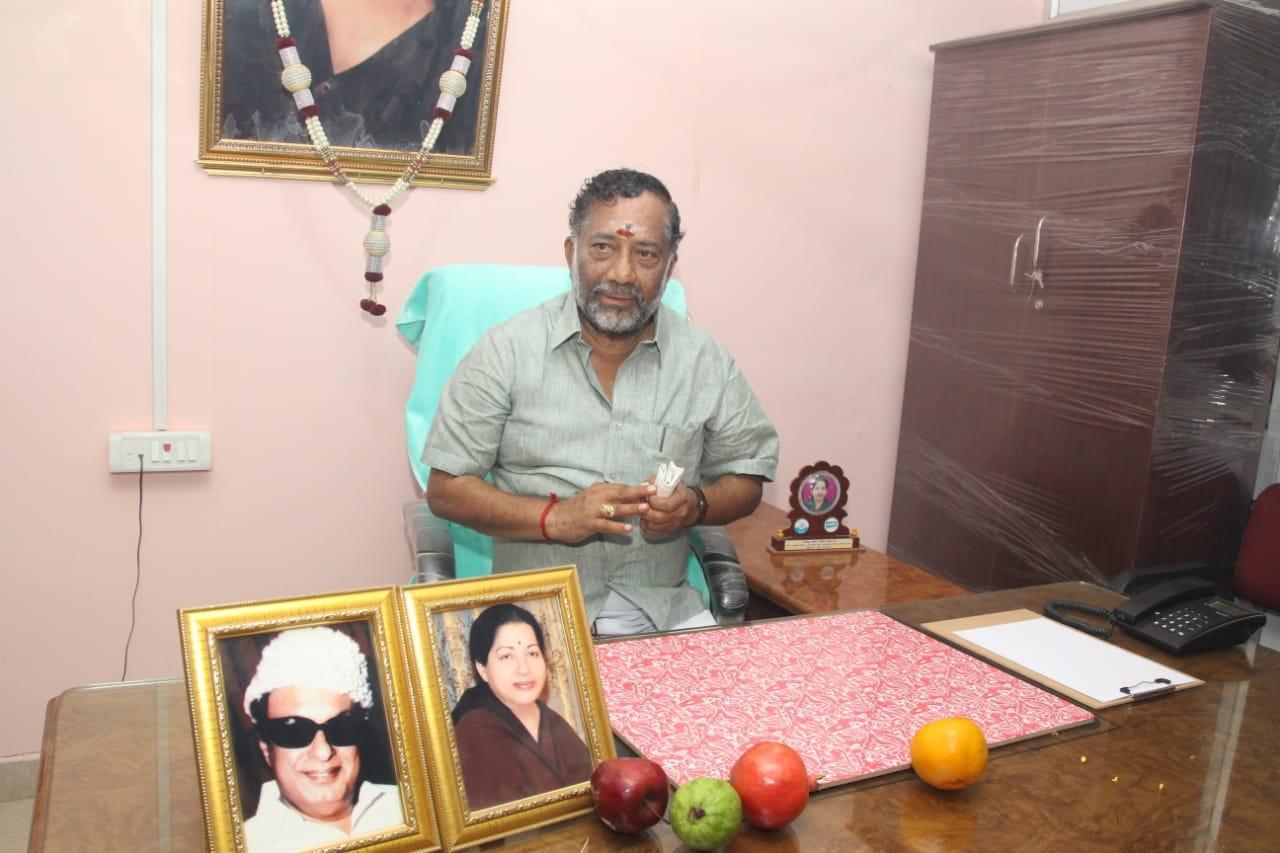 ஓ பி எஸ் தம்பி ஓ.ராஜா ஆவின் தலைவராகப் பதவியேற்றார்