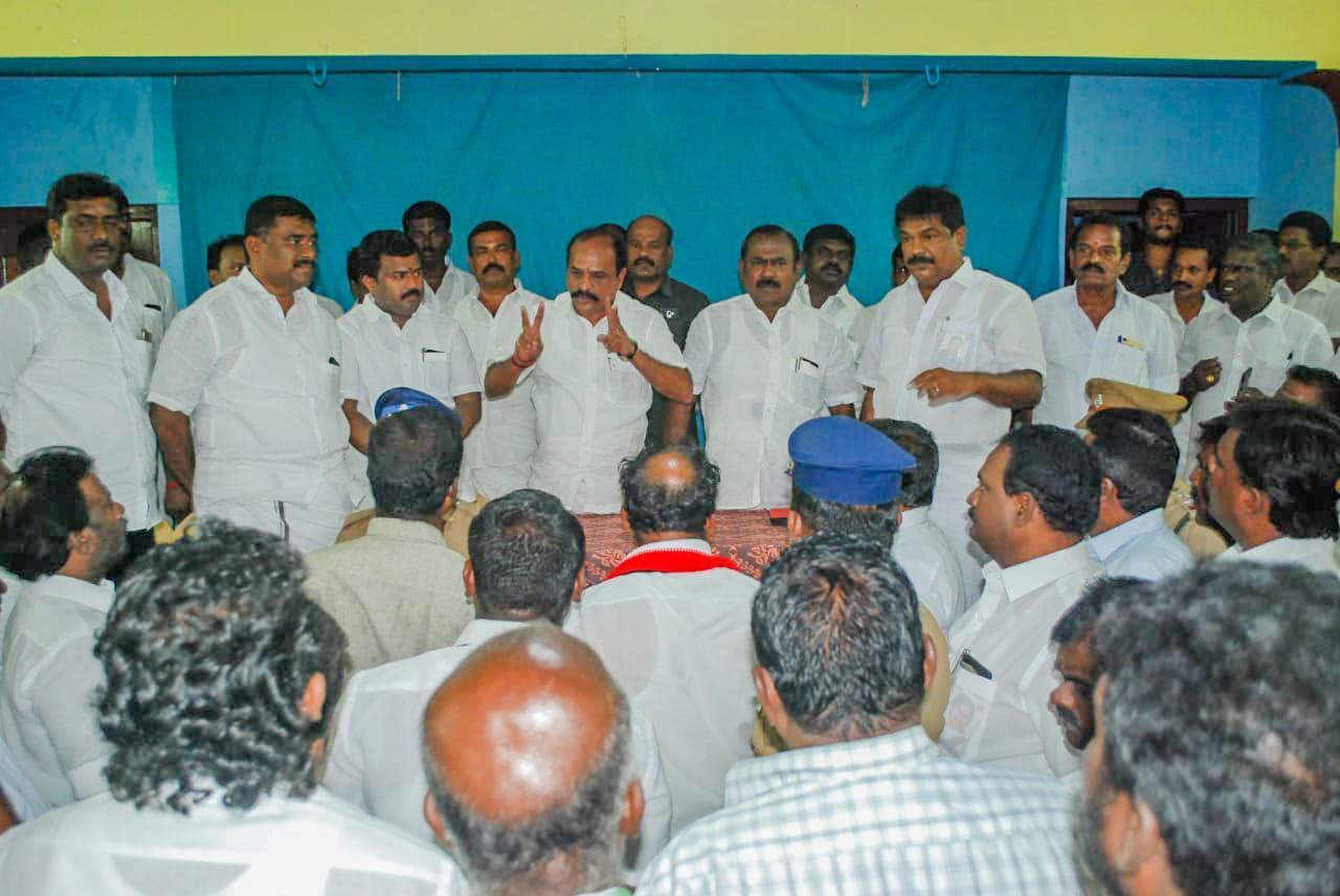 கடம்பூர்  ராஜூ கூட்டத்தில் சலசலப்பு