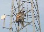 'என்னை பிரதமர் ஆக்கலனா குதிச்சுருவேன்'  - மிரட்டிய நபர்; அசத்திய பாகிஸ்தான் காவல்துறை